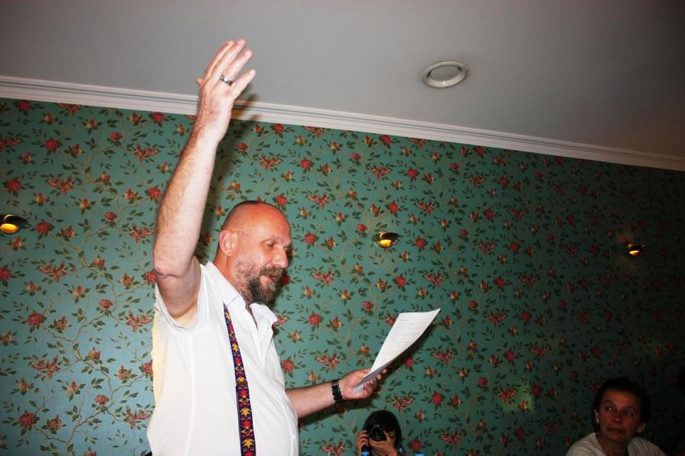 """Lucian Vasilescu - """"Seleção de Poemas"""" © Instituto Cultural Romeno"""